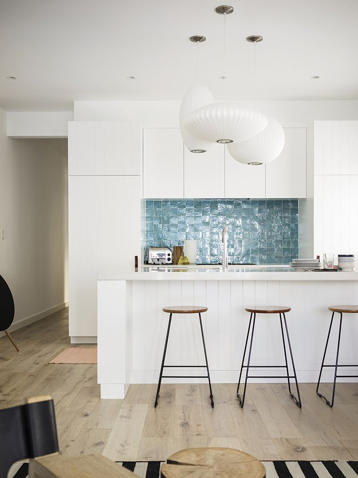 Chicdeco blog lighting your kitchen with pendant lights kitchen of tamarama beach house sydney designed by decus interiors with a cluster of george nelson bubble pendant lights from spence lyda aloadofball Images