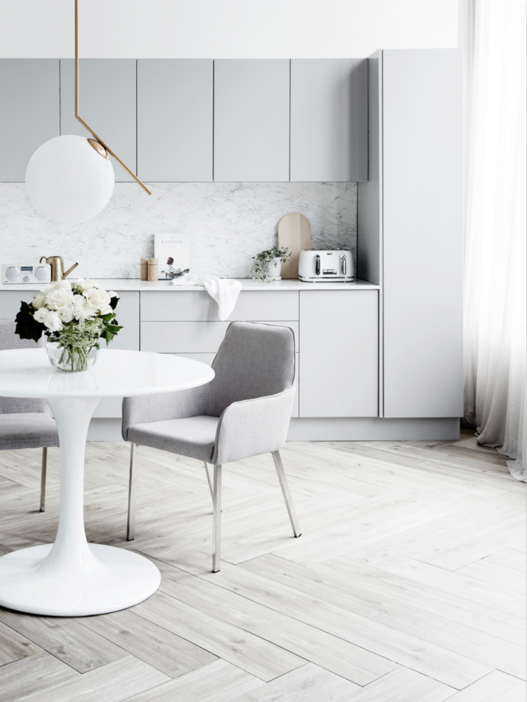 Chicdeco blog a elegant timeless kitchen in light grey for Light grey modern kitchen